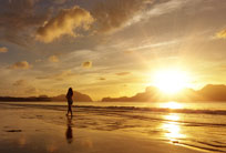 hawaii-woman-sunset-walk-204x138